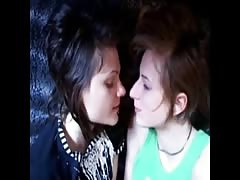 2 girls cumming